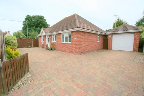 3 bedroom bungalow for sale - VILLAGE WAY, KIRBY CROSS