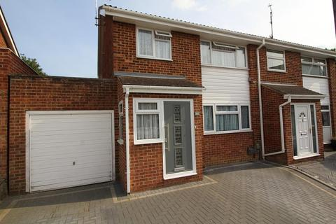 3 bedroom semi-detached house for sale - Mayne Crest, Chelmsford, Essex, CM1