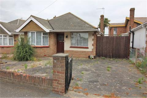2 bedroom detached bungalow for sale - Windermere Road, Holland on Sea, Clacton on Sea