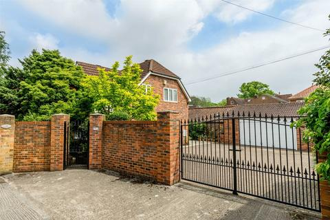 4 bedroom detached house for sale - White House Gardens, York