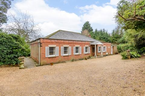 4 bedroom detached bungalow to rent - Dry Arch Road, Sunningdale, Berkshire