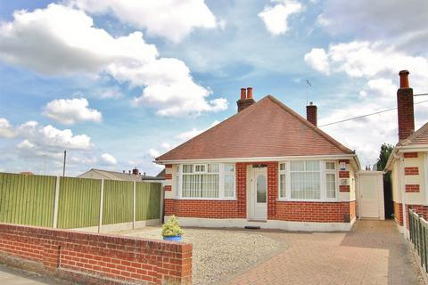 2 bedroom detached bungalow for sale - Darbys Lane, Oakdale, POOLE, Dorset