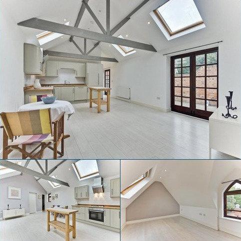 2 bedroom detached house for sale - Matham Road, East Molesey, Surrey, KT8