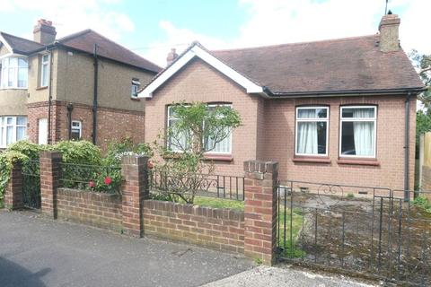 3 bedroom detached bungalow for sale - Gladstone Avenue, Feltham