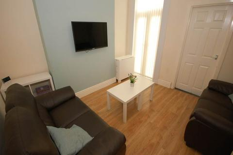 4 bedroom house share to rent - Halsbury Road, Kensington,