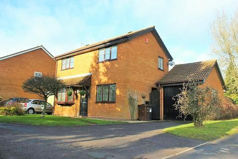 3 bedroom detached house for sale - Caldeford Avenue, Solihull
