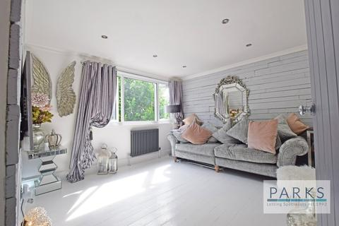 2 bedroom flat to rent - Coombe Road, Brighton, BN2