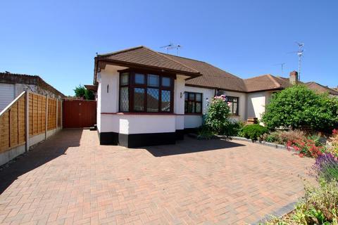 2 bedroom semi-detached bungalow for sale - Irvington Close, Leigh-On-Sea