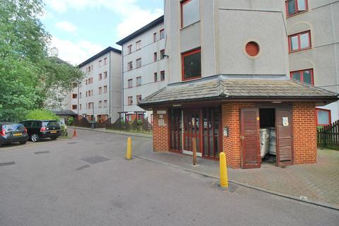 1 bedroom flat for sale - Eleanor Way, Waltham Cross, Herts EN8