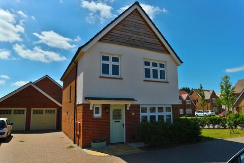 3 bedroom detached house to rent - Gemini Road, Woodley, Reading, Berkshire, RG5 4TF