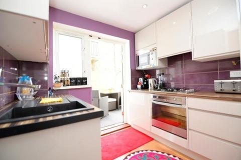 2 bedroom ground floor maisonette for sale - Armstead Walk, Dagenham RM10
