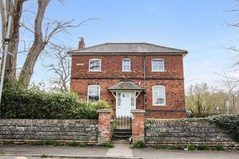 4 bedroom detached house for sale - Station Approach, Westbury