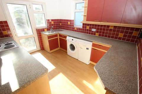 2 bedroom semi-detached bungalow to rent - Stoneyfields Lane, Edgware HA8
