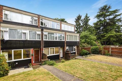 3 bedroom apartment to rent - Leaf Close, Northwood, HA6