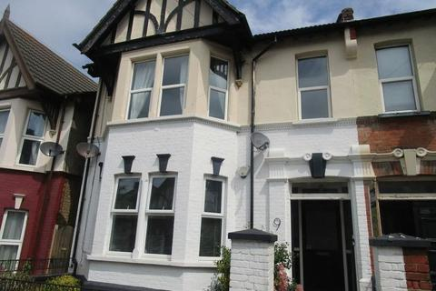 2 bedroom ground floor flat to rent - Winton Avenue, Westcliff-On-Sea