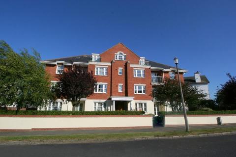 2 bedroom ground floor flat for sale - Harold Road, Frinton-On-Sea