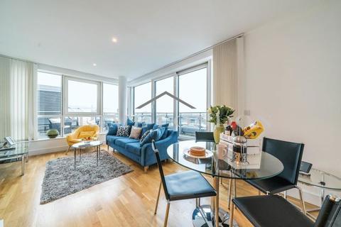 2 bedroom penthouse to rent - Aquarius House, St George Wharf, Vauxhall