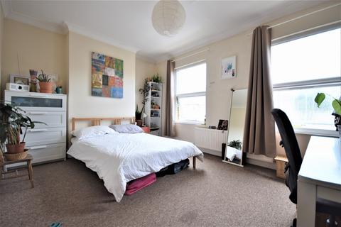 4 bedroom house to rent - Hollydale Road, Peckham, SE15