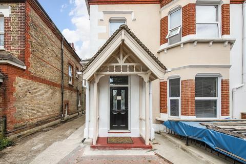 2 bedroom flat for sale - Copers Cope Road, Beckenham, BR3