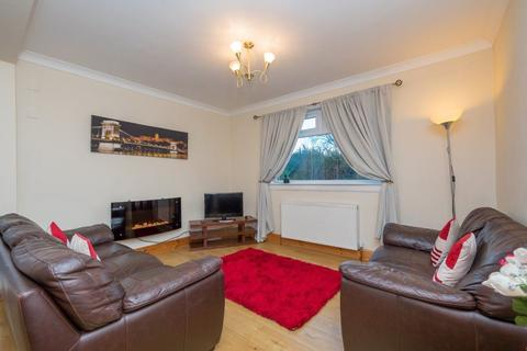 3 bedroom flat to rent - CARRICKKNOWE ROAD, EDINBURGH, EH12 7BL