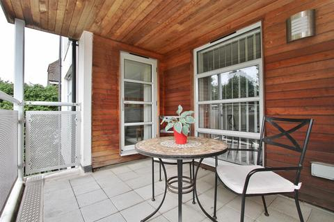 2 bedroom flat for sale - Wilbury Avenue
