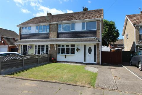 3 bedroom semi-detached house for sale - Ravenhill Close, Cleethorpes, DN35 9PL