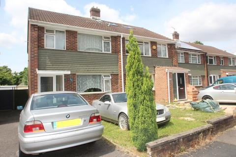 3 bedroom semi-detached house for sale - Dyserth Close, Southampton