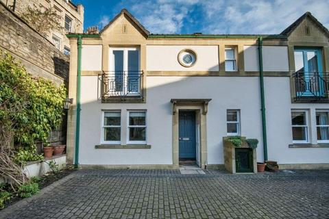 2 bedroom terraced house to rent - Circus Mews, Bath