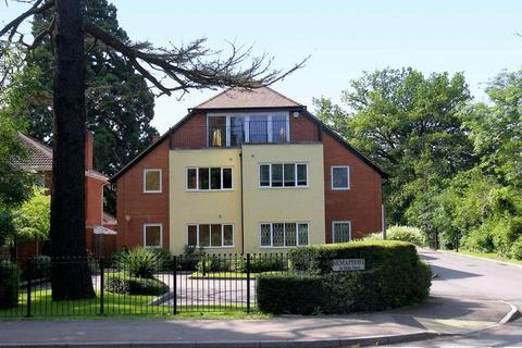 3 bedroom apartment to rent - Stoke Road, Cobham, KT11