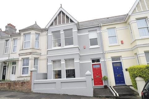 3 bedroom terraced house for sale - Home Park Avenue, Plymouth. Beautifully presented 3 Bedroom Family Home with a GARDEN.