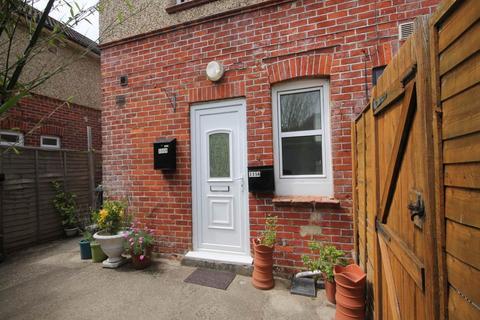 Studio to rent - Lymington Road , Highcliffe , Dorset