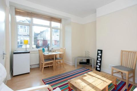 4 bedroom terraced house to rent - Topsham Road, Tooting