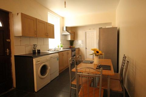 6 bedroom terraced house to rent - Bankfield Avenue, Manchester