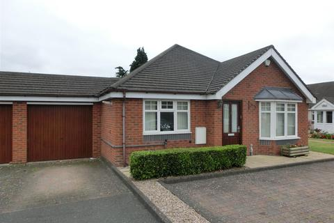 2 bedroom detached bungalow for sale - Charlotte Gardens, Shirley, Solihull
