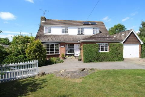 4 bedroom detached house for sale - South Close, Kilham