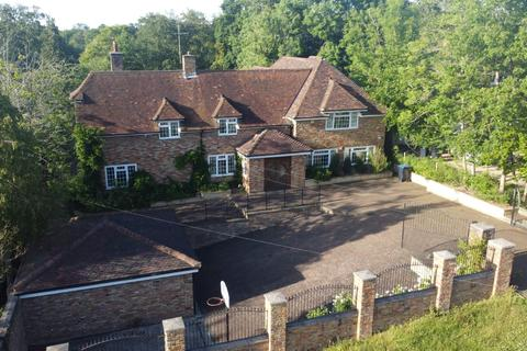 5 bedroom detached house to rent - Fulmer Drive, Gerrards Cross