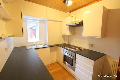 3 bedroom terraced house to rent - Chatham Kent ME4