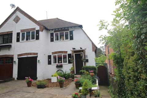 Search 3 Bed Properties For Sale In Ig10 Onthemarket