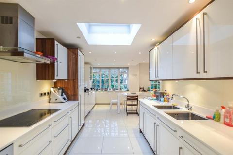 5 bedroom house to rent - Ruskin Close, NW11
