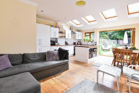3 bedroom terraced house for sale - Bickersteth Road, Tooting