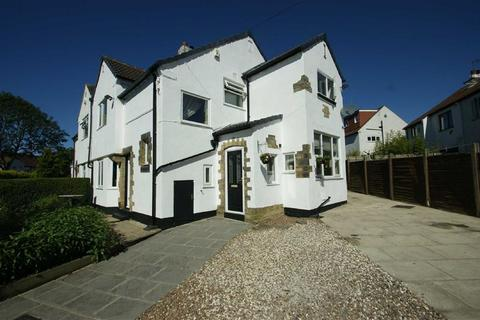 3 bedroom semi-detached house for sale - Moorland Rise, LS17