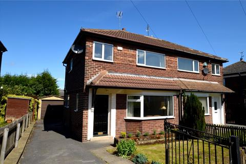 3 bedroom semi-detached house for sale - Wellington Grove, Pudsey, West Yorkshire