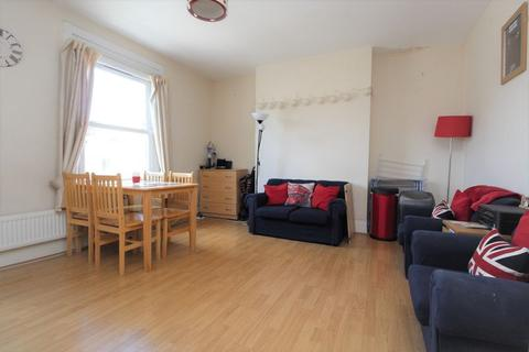 3 bedroom apartment to rent - Mayes Road, Wood Green, N22