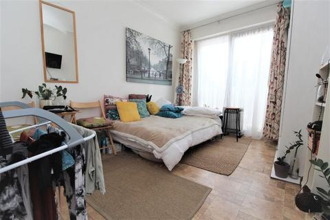 Studio to rent - Arnold Road, Seven Sisters, N15