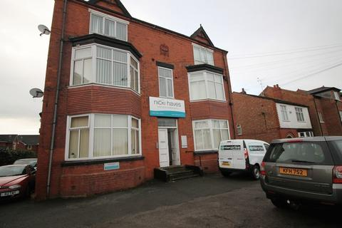1 bedroom apartment to rent - Flixton Road, Manchester