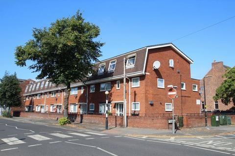 2 bedroom apartment - Wycliffe Court, Urmston M41 5BD