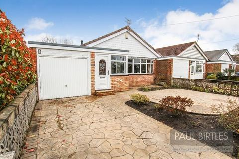 2 bedroom detached bungalow for sale - Woodsend Road, Flixton, Manchester