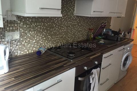 4 bedroom flat to rent - Armadale Road