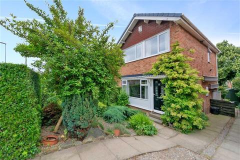3 bedroom detached house for sale - Cliffe Park Close, Wortley, Leeds, West Yorkshire, LS12