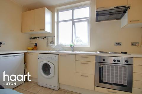 1 bedroom flat for sale - Close to Train Station